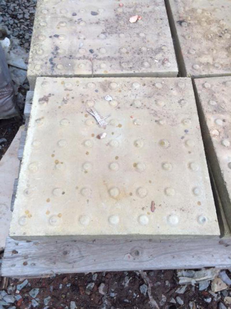 Concrete 450mm x 450mm anti slip slabs